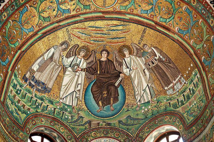 Basilica di San Vitale, Ravenna. I Mosaici bizantini, 546-547. Il periodo di Giustiniano. Cristo in globo fiancheggiato da angeli, dal vescovo Ecclesio e da San Vitale