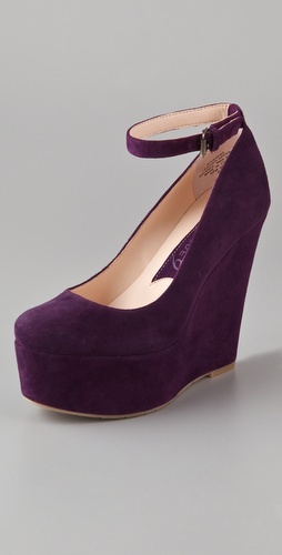 Like the sold-out Theyskens' Theory wedges