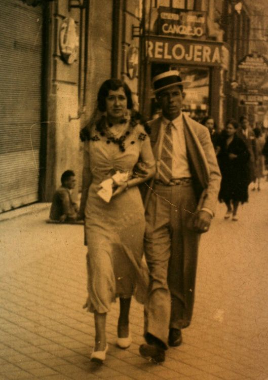Calle Bravo Murillo. Madrid, 1932. Not quite how I imagine María and her husband before the war but perhaps not that different. María would have been younger and he would have been more finely dressed. But they would have strolled, like all madrileños, in the evening air. María could have no idea of the life she would end up leading in the civil war.