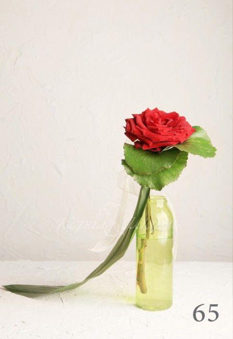 Одна роза еще не букет, НО уже - комплимент. Заказать букеты и композиции из одного цветка можно в студии флористики coralsharm.ru