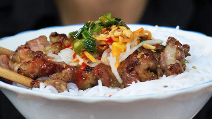 Chargrilled pork neck with vermicelli noodles