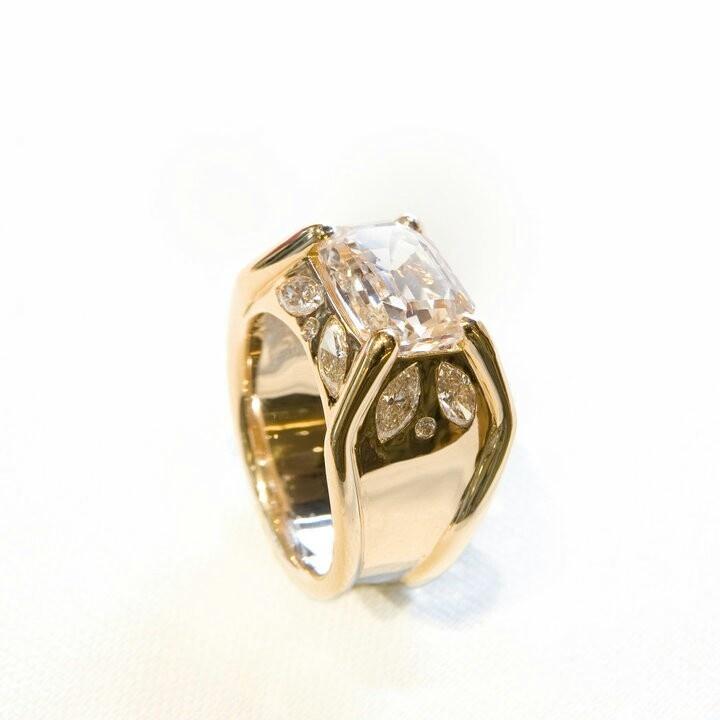 Pharaona ring by Sandra Berete
