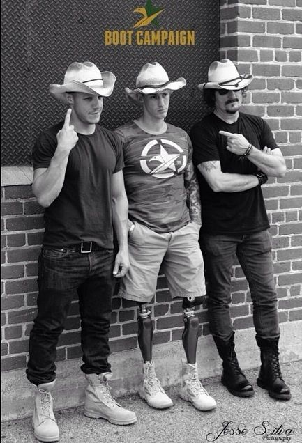 Doesn't Theo Rossi and Kim Coates, look Sharp in there cowboy hats!? ks;)
