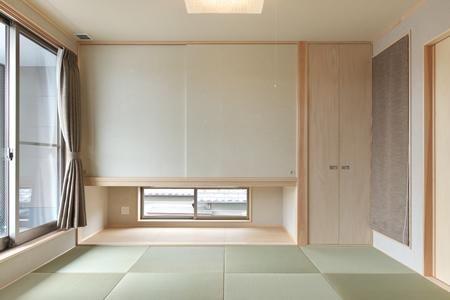 縁無し畳を敷き詰めた和室(松阪市のY邸) - リビングダイニング事例|SUVACO(スバコ)