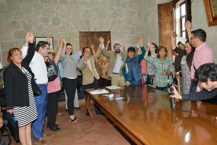 En reunión de la Comisión Especial Electoral del Ayuntamiento de Morelia, se entregó la constancia de mayoría de votos de la pasada elección del Jefe de Tenencia de Santa María, ...