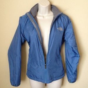North Face Jackets & Blazers - *REDUCED* Gorgeous blue North Face jacket