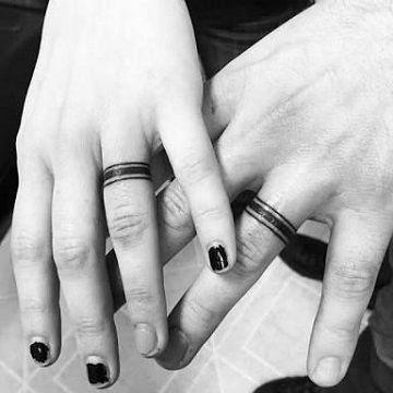 tatuajes de anillos entrelazados amor