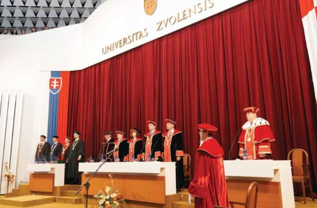 Universitas Zvolensis - Technická univerzita vo Zvolene má dve fakulty, lesnícku a drevársku.