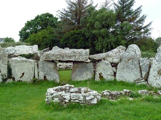 Creevykeel Court Tomb, Cliffony, Sligo - neolothic tombs