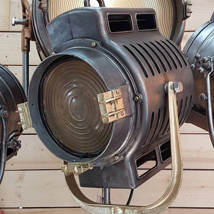 les 113 meilleures images propos de projecteur cin ma vintage sur pinterest lumi re eames. Black Bedroom Furniture Sets. Home Design Ideas