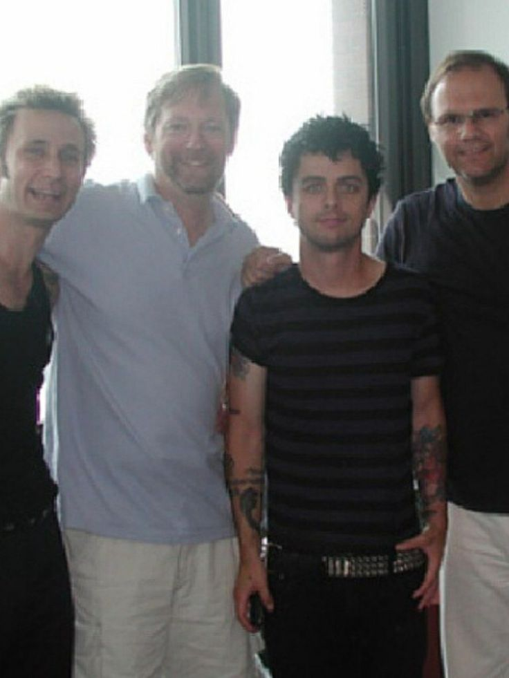 Mike, some dude, Billie, and Rob Cavallo:) Billie looks freakin hot here especially with that stripped shirt!