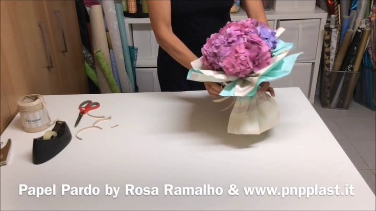 Bouquet with bicolor cellophane strips #wrapflowers