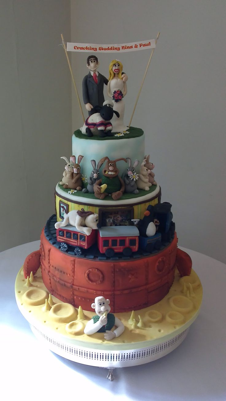 A stunning and incredibly detailed Wallace  Gromit cake from Cake Matters.  The best character cake we have seen!