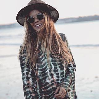 @trendy_taste con sus Ray-Ban round 💜 ¡Feliz fin de semana chicas!  #gafasdesol #rayban #raybanround #fashion #style #blogger #itgirl #trend #mondaymood #streetstyle #instafashion #fashiongoals #weekend #fridaymood #summertime