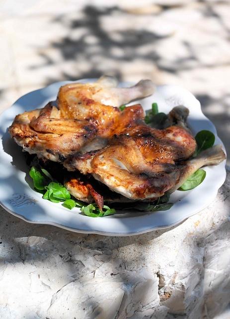 Курица с чесноком, лимоном и травами