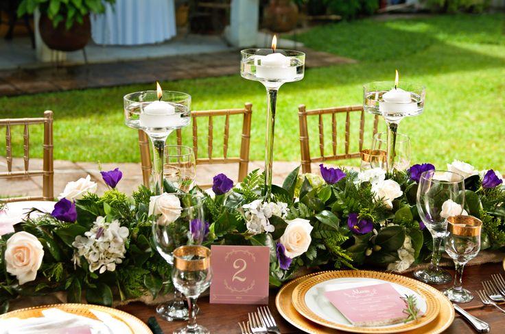 Event Design & Styling: Decor&Planning Florales: rosa ivory, lisianthus en tono morado y variedad de follajes.