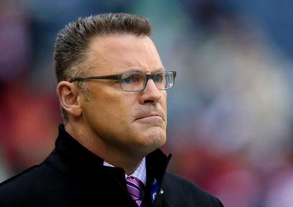Howie Long Photos - Fox football analyst Howie Long looks on before the Seattle Seahawks take on the San Francisco 49ers in the 2014 NFC Championship at CenturyLink Field on January 19, 2014 in Seattle, Washington. - NFC Championship - San Francisco 49ers v Seattle Seahawks