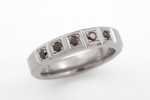 Black diamonds in titanium. CaiSanni