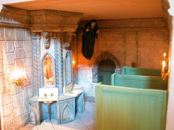 2793 best dollhouse madness images on pinterest for Haunted bathroom ideas
