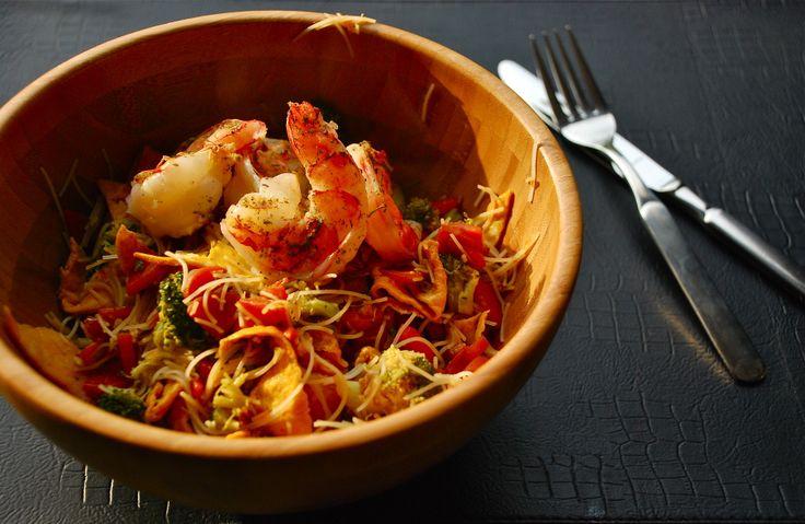wok met scampi, kalfslapje, broccoli, wortelen en mihoen - recept http://peggyspastime.blogspot.be/2014/04/wok-met-scampi-kalfslapje-wortelen.html