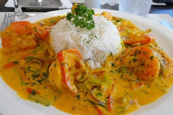 Moqueca de camarão, uma delícia tipicamente brasileira para você apreciar o gostoso sabor dos frutos do mar! #moqueca #moquecadecamarão #camarão #Bahia #Pará #EspíritoSanto #Brasil #gastronomiabrasileira