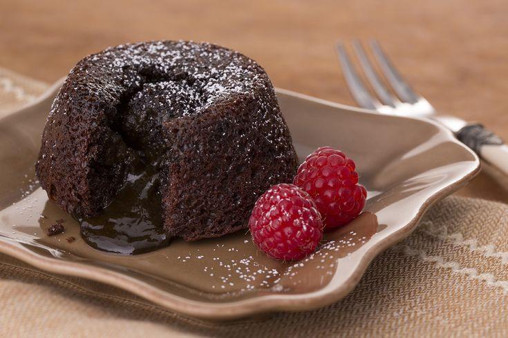 Σουφλέ σοκολάτας από την Αργυρώ Μπαρμπαρίγου   Μία από τις ωραιότερες συνταγές για σουφλέ που έχετε ποτέ δοκιμάσει. Εύκολο, γρήγορο και τέλειο μαζί