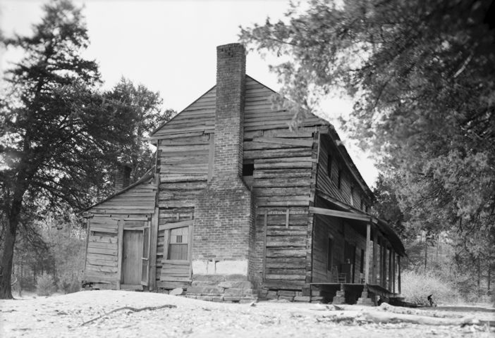 Stagecoach Inn Near Clarksville.  Taken 4 May 1940 in Johnson County, Arkansas. Photo courtesy of Library of Congress, Prints & Photographs Division, FSA-OWI Collection, [HABS ARK,36-CLARK.V,1]. [000669]