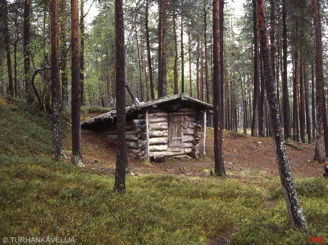 """""""kiertämän kammi"""". """" Gamme of Kiertämä"""". http://www.patikka.net/Tupaluettelot/koilliskaira/tuvat/kiertaman_kammi.htm  Although named as """"kammi/gamme"""", its not the typical Kammi structure. Very nice nevertheless."""