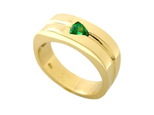 Solid 18K gold men's ring with 1 triangle cut natural emerald.