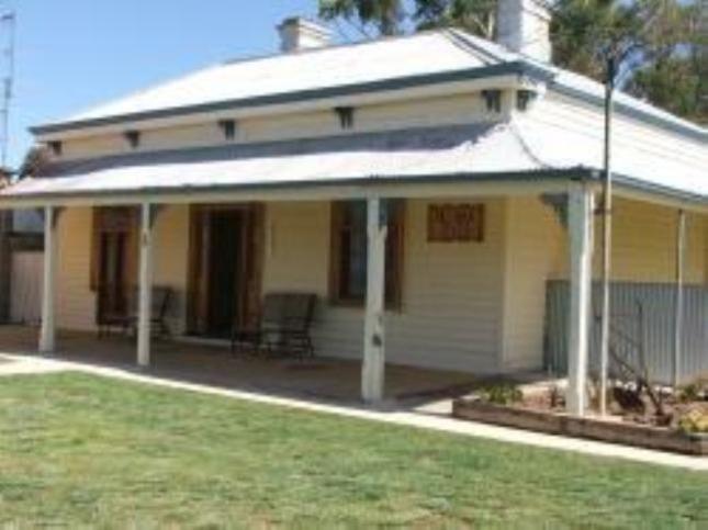 Old Man River Holiday House   Morgan, SA   Accommodation