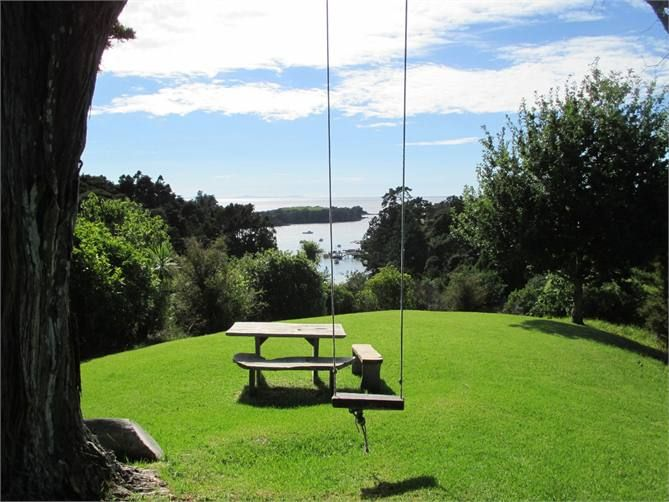 Leigh cottage accommodation. Leigh Harbour Holiday House 3 bedrooms, 3 bathrooms
