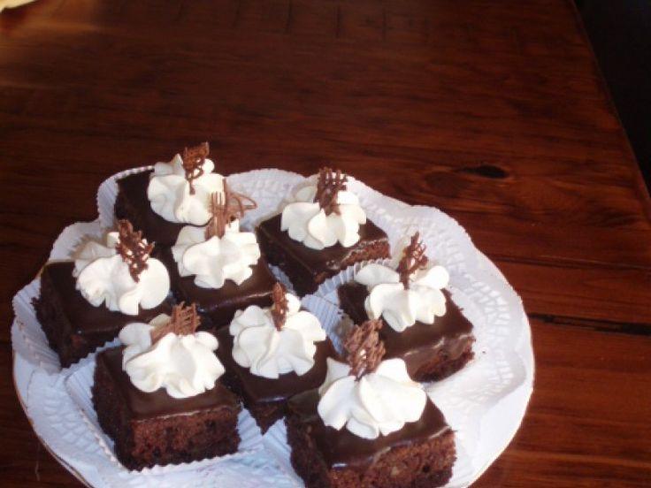 Prajitura Ora 12 este o reteta de prajitura clasica, delicioasa, o prajitura de casa pe care o puteti pregati cu usurinta.