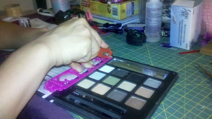 It's a Gandech Life!: DIY Magnetic Eyeshadow Palette (z palette dupe)