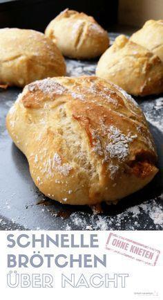 Schnelle Brötchen über Nacht - Einfach mal einfach Wenn Du am Wochenende gern schnell und einfach frisch gebackene Brötchen zum Frühstück essen möchtest, dann wirst Du dieses Rezept mit Trockenhefe lieben! Nur 5 Minuten Aufwand am Abend werden benötigt (ohne Kneten!), und schon kannst Du morgens tolle Brötchen in den Ofen schieben, die sich auch mit Dinkel oder Vollkornmehl abwandeln lassen. #brötchenbacken #übernachtgare