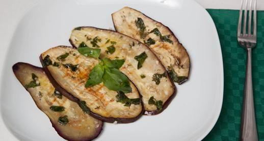 Olio Fragrante per la nostra ricetta: Melanzane grigliate con aromi #olio #bertolli # fragrante #ricette #melanzane #aglio #timo #basilico #aceto