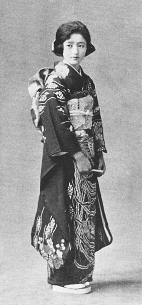 Japanese antique photograph. Kimono lady. Taisho-era. 1926.