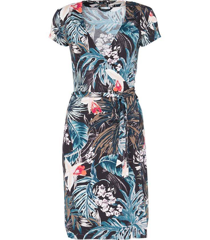 Zomerse jurk met een tropische print. Deze speelse jurk is voorzien van een overslag aan de voorkant, korte mouwen en een diepe V-hals. Combineer de jurk met een paar sandalen voor de ultieme zomerse look.