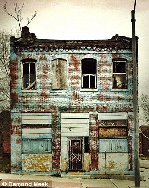 Stunning photographs transform bleak St.Louis' landscape of crumbling buildings…