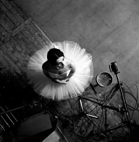 Robert DOISNEAU :: French ballet dancer Catherine Verneuil in her tutu, France, 1963