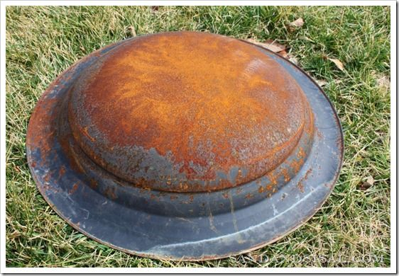 Rusted Firepit Backside (800x533)