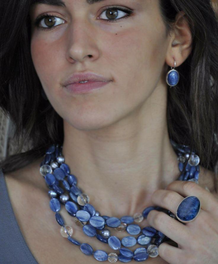 orecchini, anello e collana in cianite ed argento