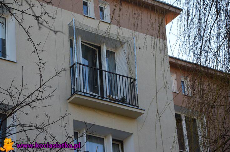 Mały balkonik z zachowaniem pełnej powierzchni użytkowej.