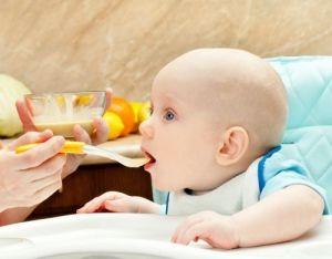 Η πρώτη του αλεσμένη τροφή