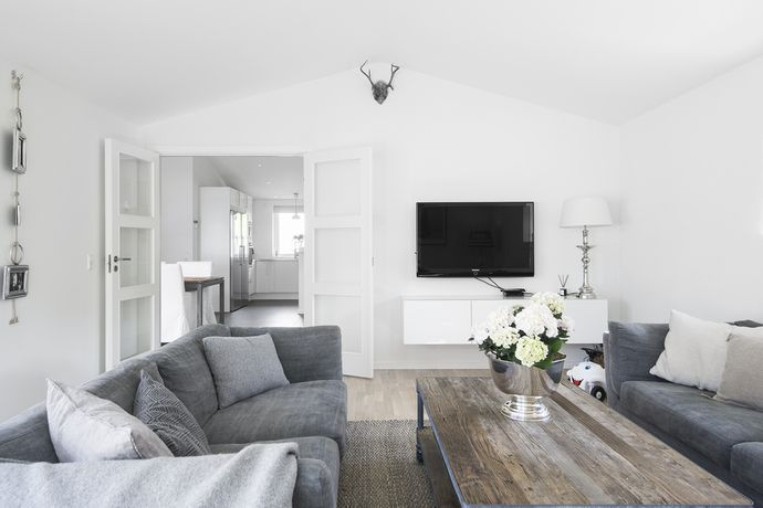 this is how i see your living room....and the very white painted walls looks fresh