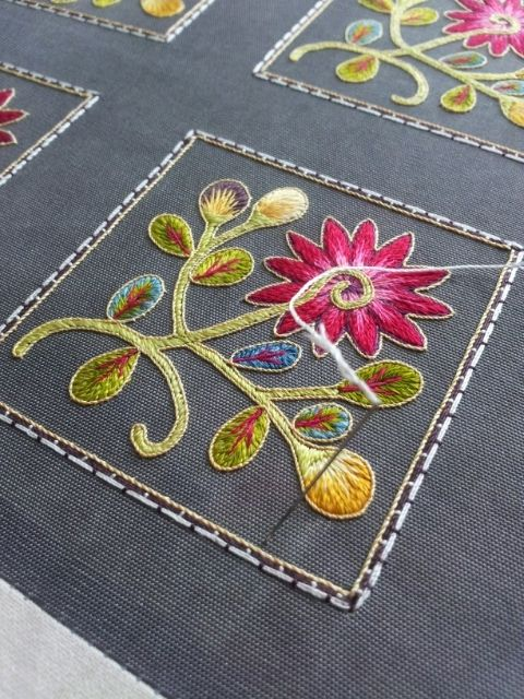 Love how this Korean artist couched down the cotton threads to create square borders. #couching #sewing #embroidery #flower #Korea #Korean #motif 달숲의 실로 짓는 이야기 : 네이버 블로그