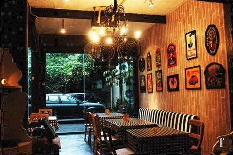 BirdCage  Jl. Wijaya IX No. 23, Kebayoran Baru, South Jakarta.    A sweet and uncomplicated little place to relax after a long day at work.