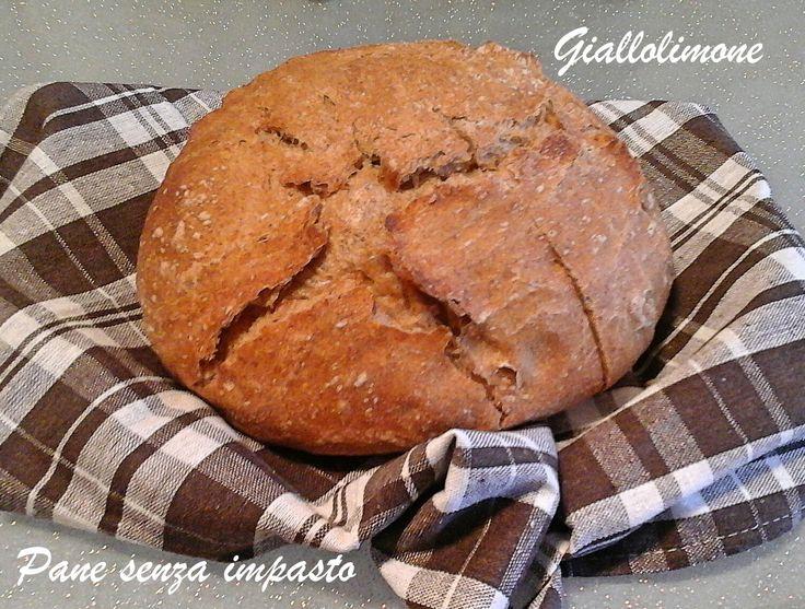 Il pane senza impasto con lievito madre e farina integrale è un pane leggerissimo e di facile realizzazione. È paragonabile al pane cafone campano.