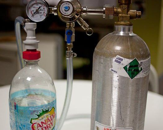 The carbonator cap.  I (Shane) own one and love it!   Artisan soda pop and home brewed beer have never been easier.Diy Carbon, Drinks Carbon, Diy Sodas, Popular Science, Carbon System, Diy Home, Sodastream Machine, Diy Projects, Seltzer Addict