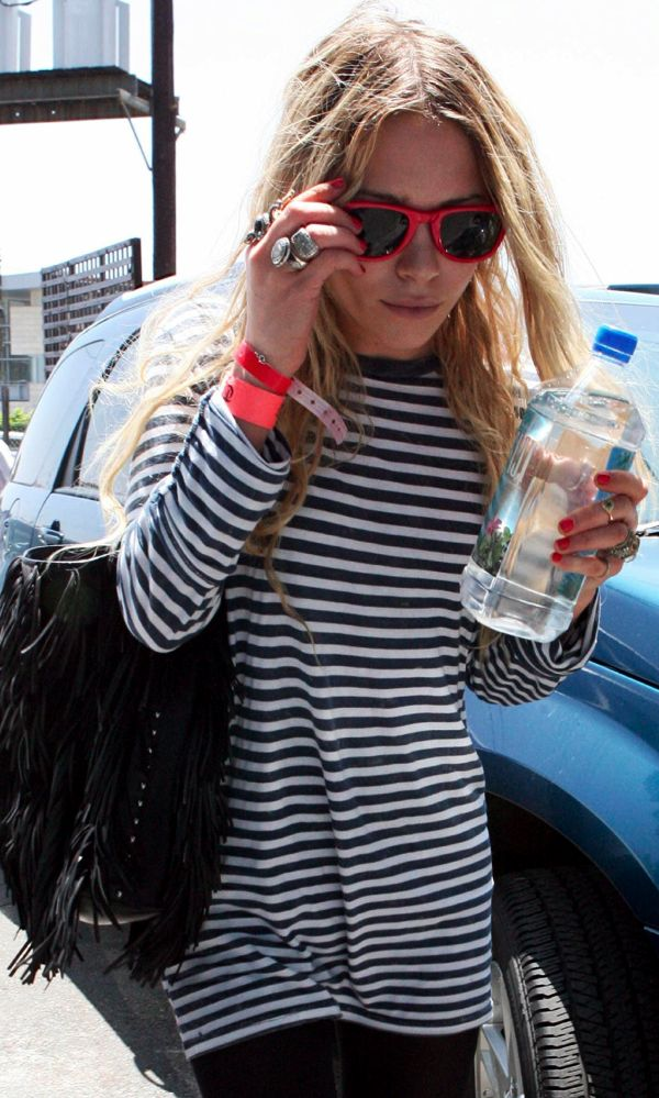 Mary-Kate Olsen in red Ray Ban wayfarers a long sleeve striped shirt & fringe bag #style fashion