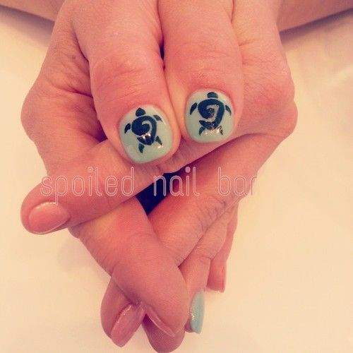 Tribal turtle nail art